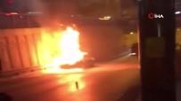 Gaziosmanpaşa'da Seyir Halindeki Araç Alev Alev Yandı