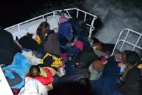 KAÇAK GÖÇMEN - Kuşadası'nda  2 Ayrı Operasyonda 68 Düzensiz  Göçmen Yakalandı