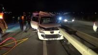 Otomobil Bariyere Ok Gibi Saplantı Açıklaması 2 Ölü, 3 Yaralı