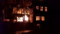 Tarihi Pazarda Korkutan Yangın Açıklaması 2 Ahşap Bina Küle Döndü