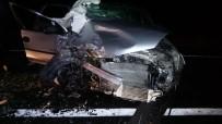 Traktör Römorkuna Çarparak Savrulan Otomobil Hafif Ticari Araca Çarptı Açıklaması 1 Ölü, 6 Yaralı