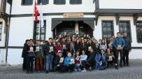 Emek Gençlik Merkezi Atatürk İle Bir Gün Galerisi'ni Ziyaret Etti