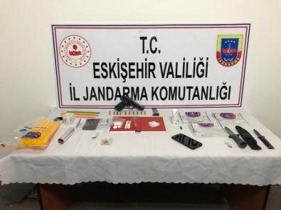 Jandarmanın 'Dur' İhtarına Uymayan Şüpheli Araçtan Uyuşturucu Çıktı