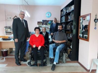 Kaymakam Sağlam, Salihli'nin Devlet Sanatçılarını Ziyaret Etti
