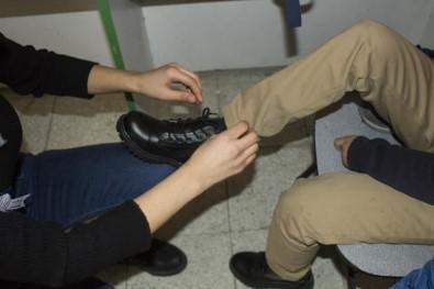 Van'da Öğrencilere Giyim Yardımı
