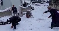 Eşleriyle Birlikte Kar Topu Oynayarak Karın Tadını Çıkardılar