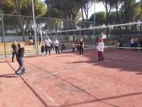 AHMET DENIZ - Ev Kadınları Ve Çalışan Kadınlar Voleybol Turnuvasında Buluştu