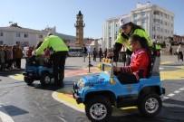 Mobil Trafik Eğitim Tırı İle Çocuklar Eğlenerek Öğreniyor