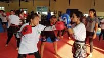 MEHMET GÜVEN - Muay Thai'nin Dünya Yıldızı, Genç Sporcularla İdman Yaptı