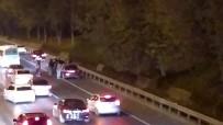 (Özel) Trafikte Tekmeler Ve Yumrukların Havada Uçuştuğu Kavga Kamerada