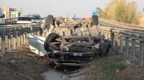 Tıra Çarpan Otomobil Sürüklenerek Ters Döndü Açıklaması 1 Ölü, 5 Yaralı