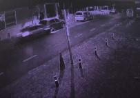 Araç, Arkadan Çarptığı Aracın Altına Girdi Açıklaması İnanılmaz Kaza Kamerada