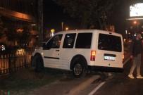 Beyoğlu'nda Kontrolden Çıkan Araç Ağaca Çarptı Açıklaması 1 Yaralı