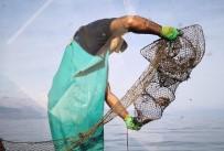 Eğirdir Gölü'nde Ele Geçirilen 150 Kerevit Pinterine El Konuldu
