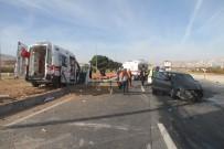 Elazığ'da Ambulans İle Otomobil Çarpıştı Açıklaması 1'İ Ağır 7 Yaralı