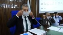 Lösemiye Dikkat Çekmek İçin Maskeli Meclis Toplantısı
