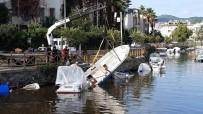 Marmaris'te Sağnak Yağışın Neden Olduğu Yaralar Sarılıyor