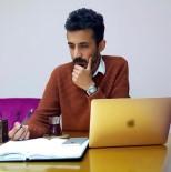 Ünlülerin Sosyal Medya Kurtarıcısı Mustafa Özalp