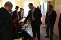 Yürüme Engelli Öğrenciye Akülü Araç Hediye Edildi
