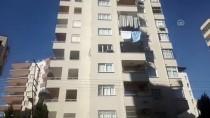 Adana'da Pencere Korkuluğuna Sıkışan Çocuk Kurtarıldı