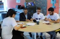 Başakşehirli Gençler Engelli Öğretmenin Gözü Oldu