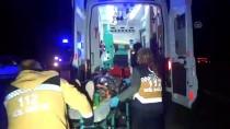 Otomobilin Ambulansa Çarpması Sonucu 3 Kişi Yaralandı