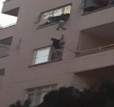 Pencerede Asılı Kalan Çocuk Ölümden Döndü