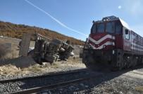 Afyonkarahisar'da Tren Hafriyat Kamyonuna Çarptı Açıklaması 1 Yaralı