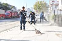 FAHRİ KORUTÜRK - Başkan Murat Köse Sokakları Süpürdü