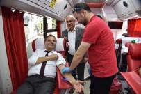 Başkan Şahin, Kızılay Kan Bağışı Aracını Ziyaret Etti