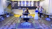 Bu Restoranda Masalar Tablet, Garsonlar Robot
