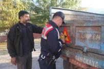 Jandarma, Traktör Sürücülerini Bilgilendirip Reflektör Taktı