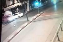 Kadının Yola Düşürdüğü Telefonu Kamyonetten İnip Böyle Aldı