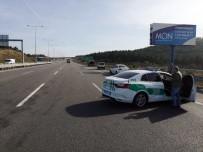 Kuzey Marmara Otoyolunda 3 Araç Birbirine Girdi Açıklaması 1'İ Ağır 3 Yaralı