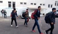 Panelvan Kamyonetten 30 Kaçak Göçmen Çıktı