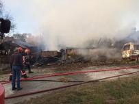 Sakarya'da 2 Katlı Ev, Ahır Ve Minibüs Alevlere Teslim Oldu