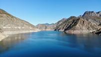 Sonbaharlar Birlikte Deriner Barajı'nda Su Seviyesi Düştü