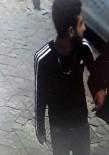 Zeytinburnu'nda Kendilerine Polis Süsü Veren Gaspçılardan Biri Yakalandı