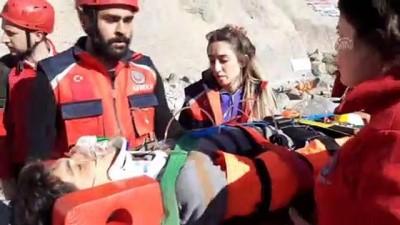 Ardahan'da Dağda Mahsur Kalanları Kurtarma Tatbikatı Gerçeğini Aratmadı