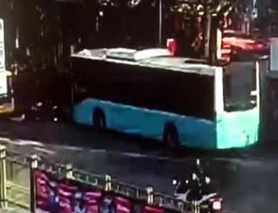 Otobüsün durağa girdi anlar kamerada!