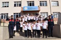 İlkokul Öğrencilerinden Askere Selam