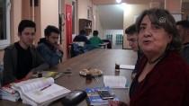 Manisa'da Gönüllü Kadınlar Üniversite Öğrencilerine Anne Sıcaklığını Yaşatıyor