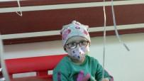 Maskelerini Takıp Lösemili Çocuklara Şarkı Söylediler
