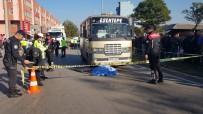 Ölümlü Trafik Kazasını Film İzler Gibi İzlediler