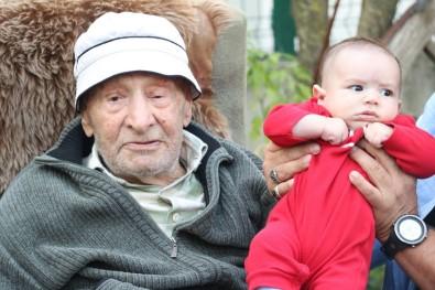 79 Torunu Olan Ethem Dedeye 100'Üncü Yaş Sürprizi