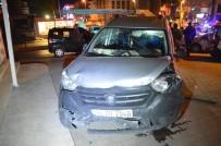 Esenyurt'ta Hafif Ticari Araç, Otomobile Çarptı Açıklaması 3 Kişi Yaralandı