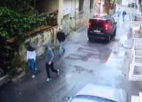 İstanbul'da Güpegündüz Evlere Dadanan Hırsızlar Kamerada