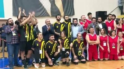 Kılıçdaroğlu, İlçe Örgütleri Voleybol Turnuvası Final Maçını İzledi