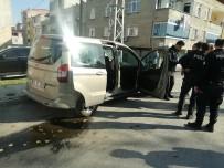 YEŞILKENT - (Özel) TEM'de Hareketli Dakikalar, Suçlu Polis Arabasını Alıp Kaçtı