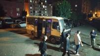Sokakta Park Halindeki Minibüs Alev Alev Yandı